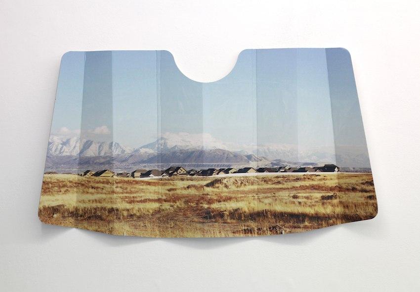Camille Ayme, Paysage résilient n°3, 2015, impression laser sur pare- soleil en carton ondulé 3 mm, 130 x 70 cm
