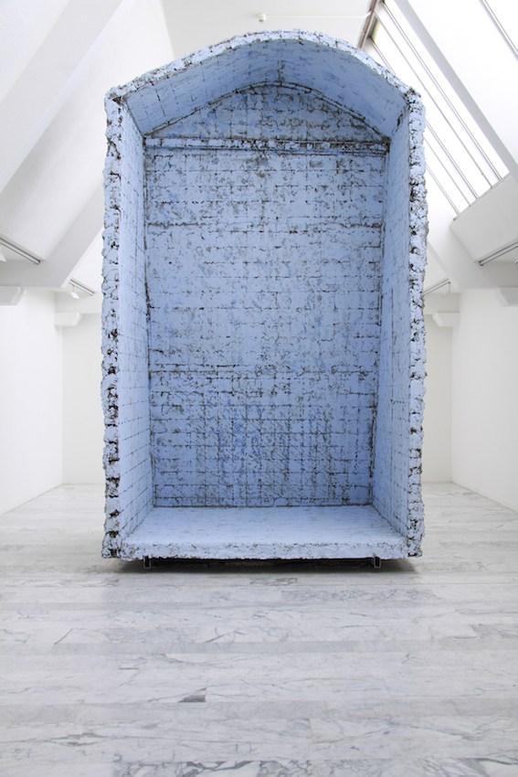 Boris Chouvellon, Détournement de fonds (Embezzlement), 2010, concrete and metal, 300 x 500 X 200 cm