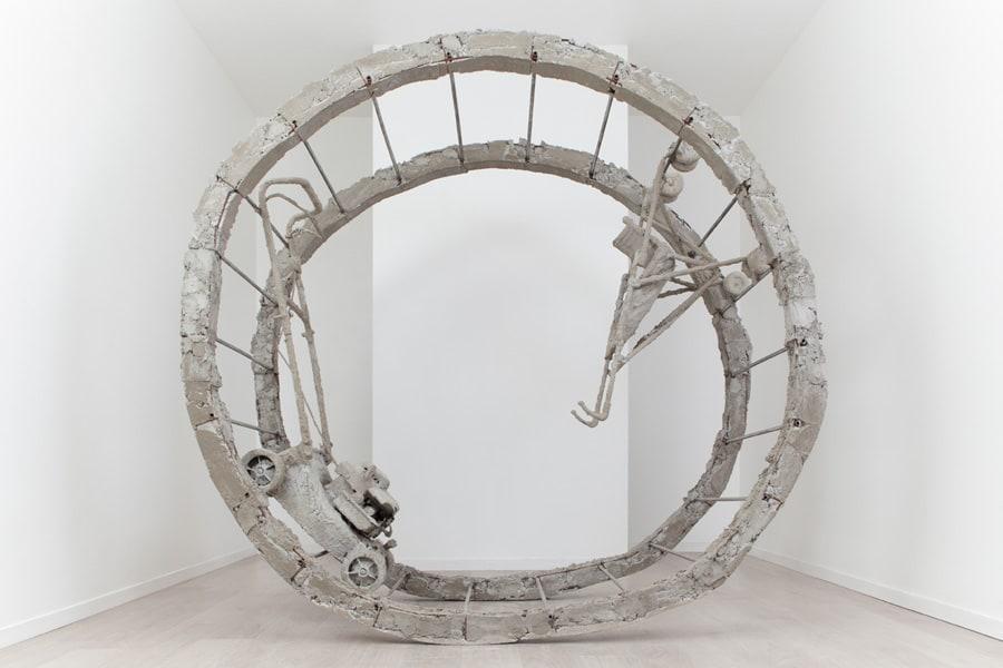Boris Chouvellon, Sans titre, 2016, concrete, metal, stroller and lawn-mower, diameter: 2,30 cm