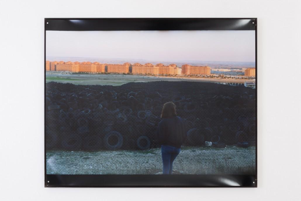 Camille Ayme, Corrine Seseña, 2016, tirage argentique fait main sur papier RC, cadre en acier soudé, 100 x 80 x 3cm (encadré)