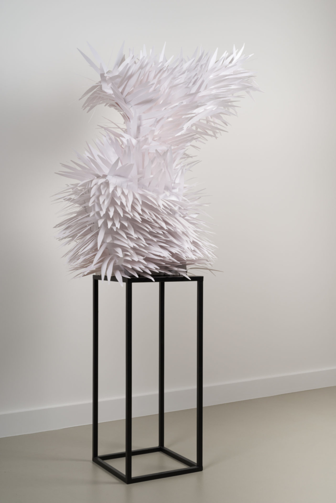 Irina Rasquinet, Duck for the Oyster, 2020, touches à parfum, 120 x 55 x 62 cm